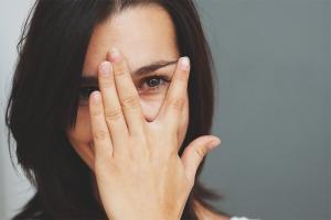 Како се ријешити стидљивости и стидљивости