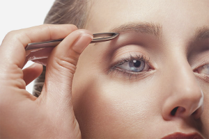 Как да скубете веждите