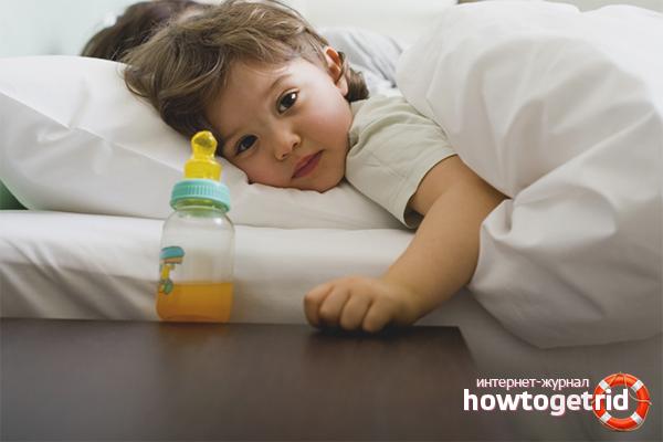 Hur man avvännar en baby från en flaska på natten