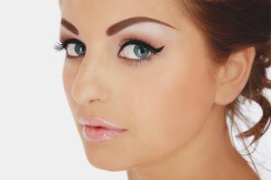 Как да премахнете татуировката на веждите