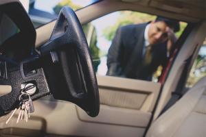 Kā atvērt automašīnu bez atslēgas