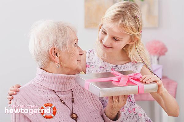 Hur man önskar mormor en lycklig födelsedag