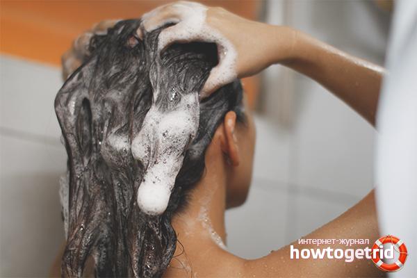 Hur man tvättar oljigt hår