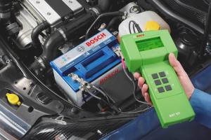 Kā pārbaudīt automašīnas akumulatoru