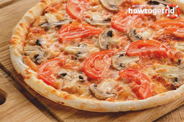 Pizza med champignons i en panna
