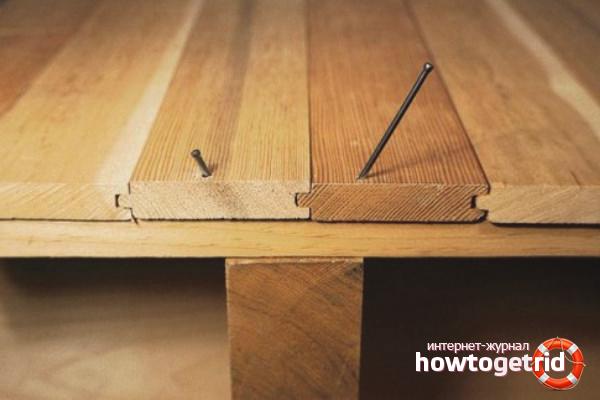 So beseitigen Sie das Knarren eines Holzbodens