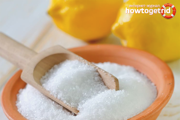Gjut citronsyra i en tvättmaskin
