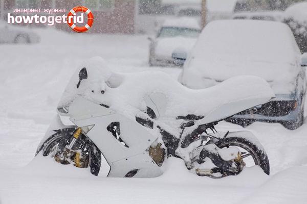 So lagern Sie ein Motorrad im Winter