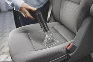 Com netejar els seients del cotxe