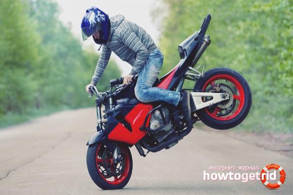 Wie man auf einem Motorrad bremst