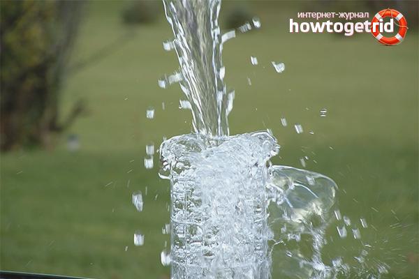 Kā tīrīt ūdeni no akas no dzelzs
