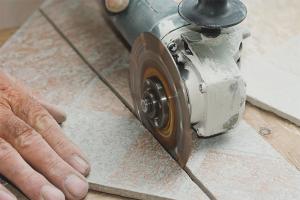 Com tallar la rajola de porcellana