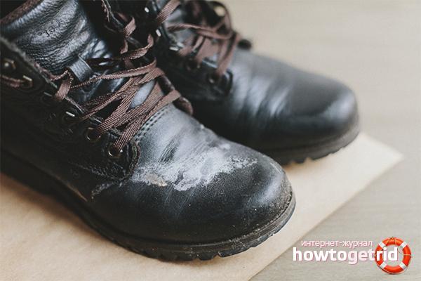 Cara membersihkan kasut dari garam