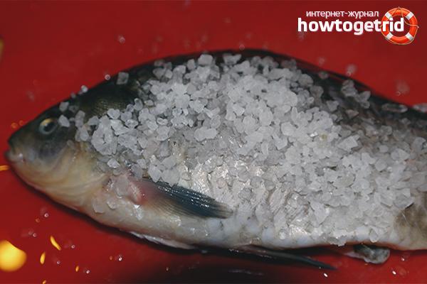 Fisch zum Trocknen salzen