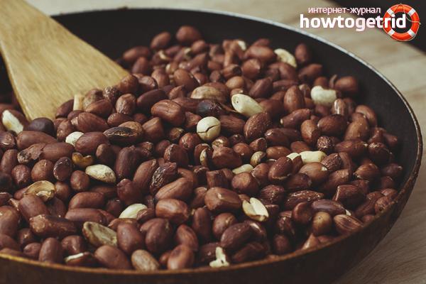 Hur man steker jordnötter i en kastrull