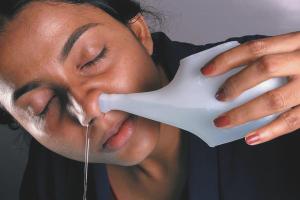 Как да изплакнете носа си с физиологичен разтвор