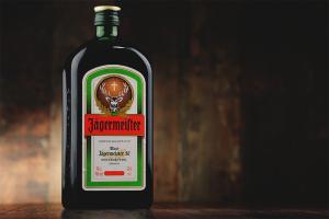 Wie man Jägermeister trinkt