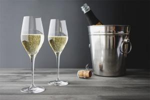 Wie man Champagner trinkt