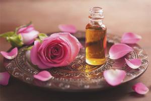 Com fer oli de rosa