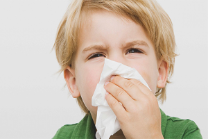 Com curar un nas corredor perllongat en un nen