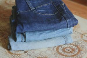 Jak rozjaśnić dżinsy