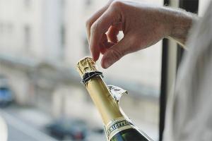 Wie man Champagner öffnet