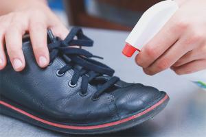Како санитирати ципеле од гљивица