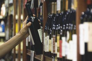 Wie man einen guten Wein im Laden auswählt