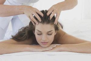 Huvudmassage för hårtillväxt och förstärkning