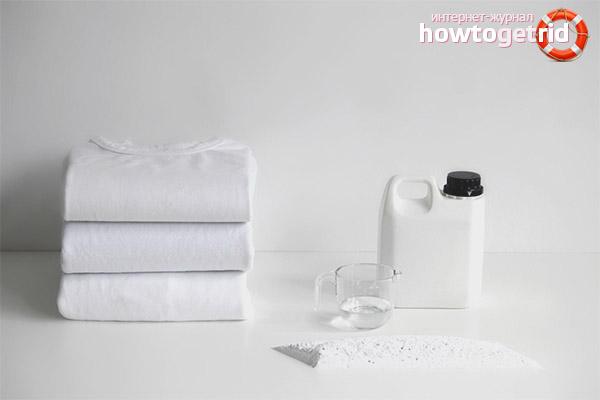 Kā balināt baltu T-kreklu ar rūpniecības izstrādājumiem