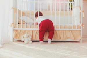 Cara memilih katil bayi yang baru lahir