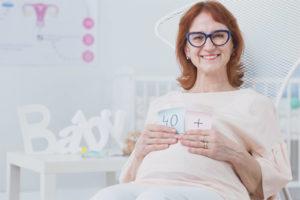É possível engravidar durante a menopausa