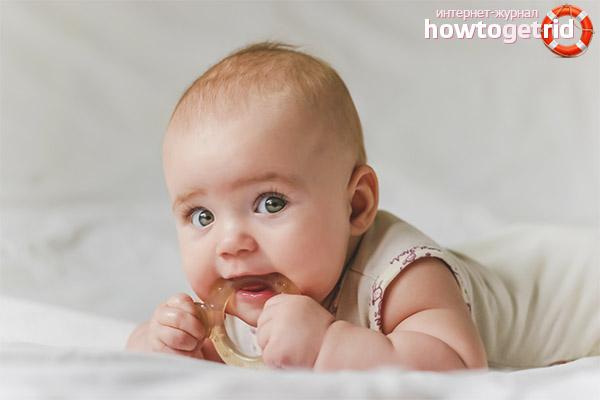Palīdzība mazulim zobu tīrīšanā