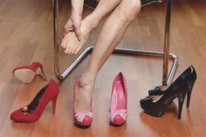 Jak nosić buty, które wzruszają ramionami