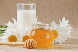 Les dones embarassades poden beure llet amb mel