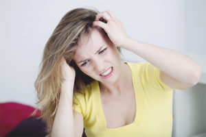 Com desfer-se de la caspa i picor del cap