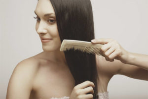 Hur du rätar håret utan att stryka och hårtorkar