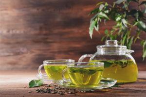 Vai es varu dzert zaļo tēju barojošai mātei?