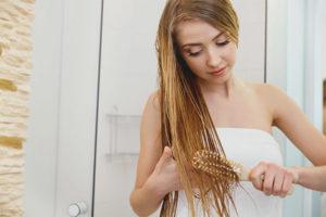 Är det möjligt att kamma vått hår