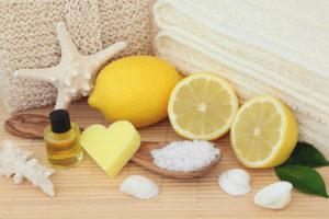Mengupas wajah lemon