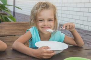 Porridge de sèmola per a nens
