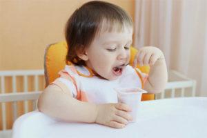 V akom veku môže byť dieťaťu podaný jogurt
