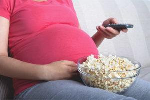 Les dones embarassades poden menjar crispetes